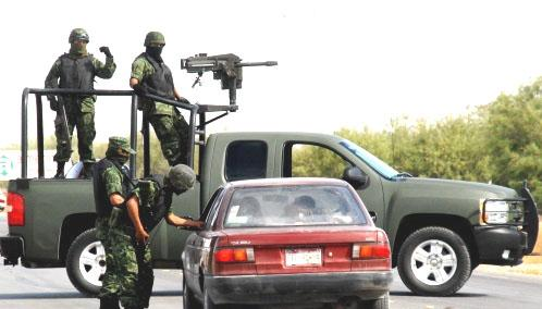 Mexican_troops_operating_in_a_random_checkpoint_2009