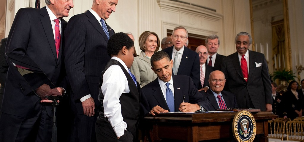 Obama_signs_health_care-20100323